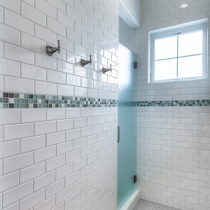 07082016-J2-Homes-Highland-Bathroom-Shower