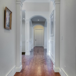 07082016-J2-Homes-Highland-Hallway